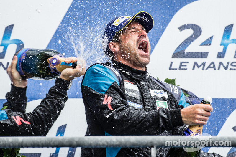 LMGT Am podium: sampanye for Patrick Dempsey