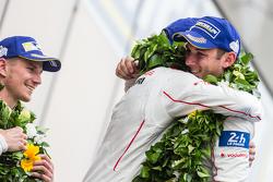 LMP1-Podium: Klassen- und Gesamtsieger, Porsche Team: Nico Hülkenberg, Nick Tandy, Earl Bamber