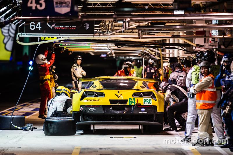 Pit stop for #64 Corvette Racing Corvette C7.R: Jordan Taylor, Oliver Gavin, Tommy Milner