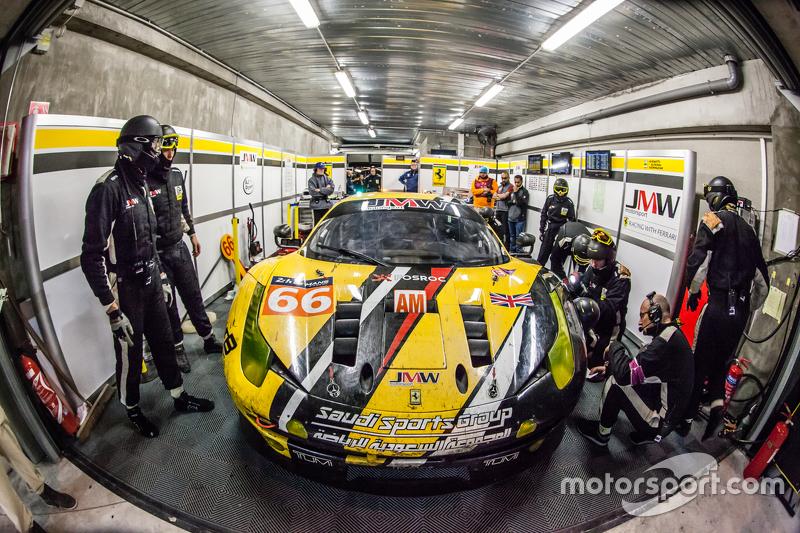 Pit stop for #66 JMW Motorsport Ferrari 458 GTE: Abdulaziz Al Faisal, Jakub Giermaziak, Michael Avenatti