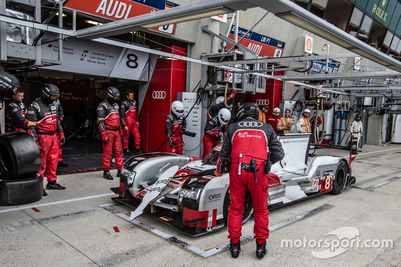 Boxenstopp für #8 Audi Sport Team Joest, Audi R18 e-tron quattro: Lucas di Grassi, Loic Duval, Olive