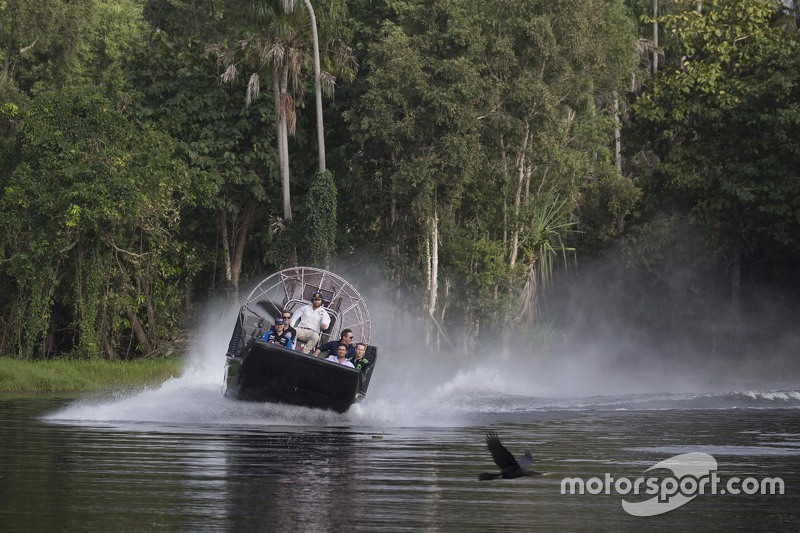 Drivers check out local wildlife ahead of the Darwin event