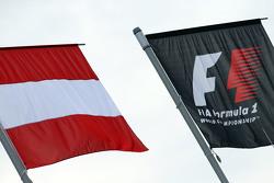 Banderas de Austria y de F1