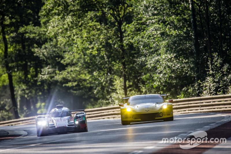 #9 Audi Sport Team Joest Audi R18 e-tron quattro: René Rast, Filipe Albuquerque, Marco Bonanomi, #64