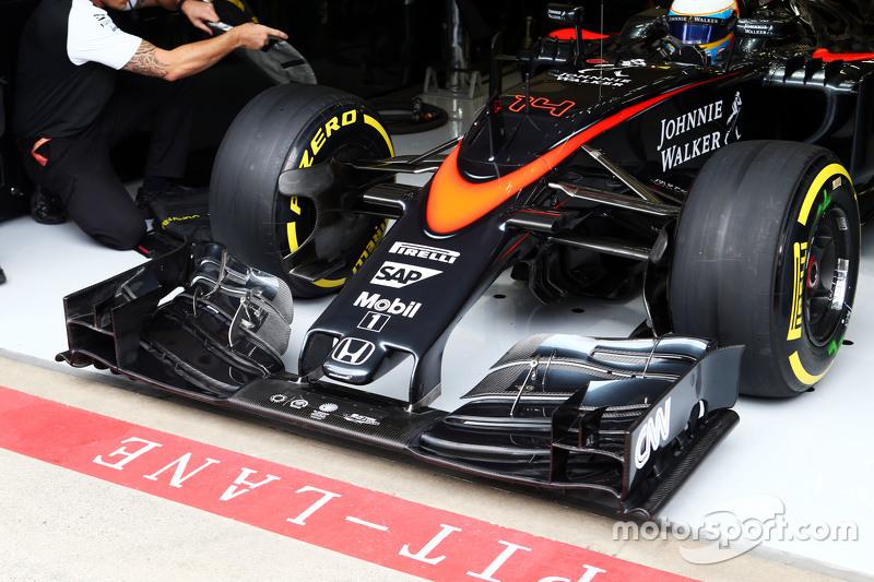 Fernando Alonso, McLaren MP4-30 running a new front wing