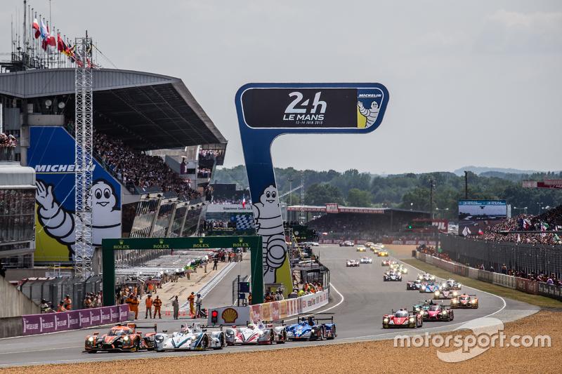 Start: #26 G-Drive Racing, Ligier JS P2: Roman Rusinov, Julien Canal, Sam Bird, und #41 Greaves Motorsport, Gibson 015S: Gary Hirsch, Gaëtan Paletou, Jon Lancaster, im Zweikampf