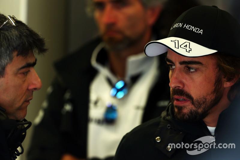 Peter Prodromou, McLaren Chief Engineer with Fernando Alonso, McLaren