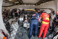 #96 Aston Martin Racing Aston Martin Vantage GTE dans le garage