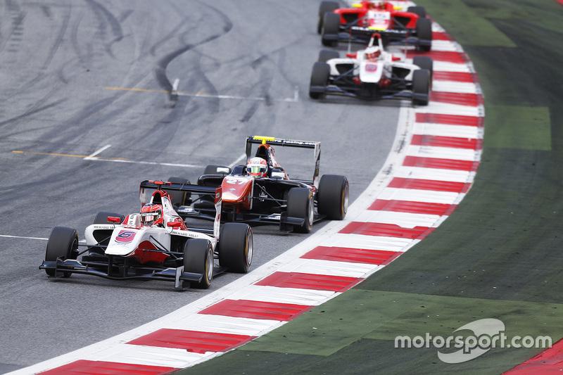 Esteban Ocon, ART Grand Prix, vor Luca Ghiotto, Trident