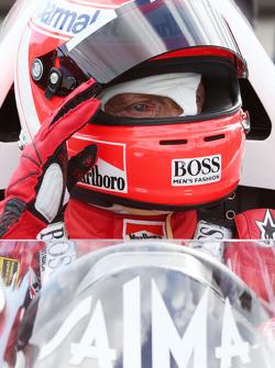 Niki Lauda, Presidente Non Esecutivo Mercedes nella McLaren MP4/2 alla Parata delle Leggende