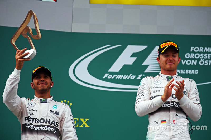Podium: second placed Lewis Hamilton, Mercedes AMG F1 with race winner Nico Rosberg, Mercedes AMG F1