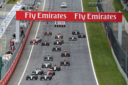 Nico Rosberg, Mercedes AMG F1 W06, dan rekan setim Lewis Hamilton, Mercedes AMG F1 W06 battle for th