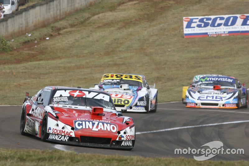 Матіас Россі, Donto Racing Chevrolet та Маурісіо Ламбіріс, Coiro Dole Racing Torino та Крістіан Леде