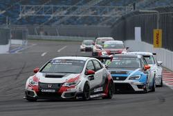 Gianni Morbidelli, Honda Civic TCR, West Coast Racing and Michel Nykjaer, SEAT Leon, Target Competition