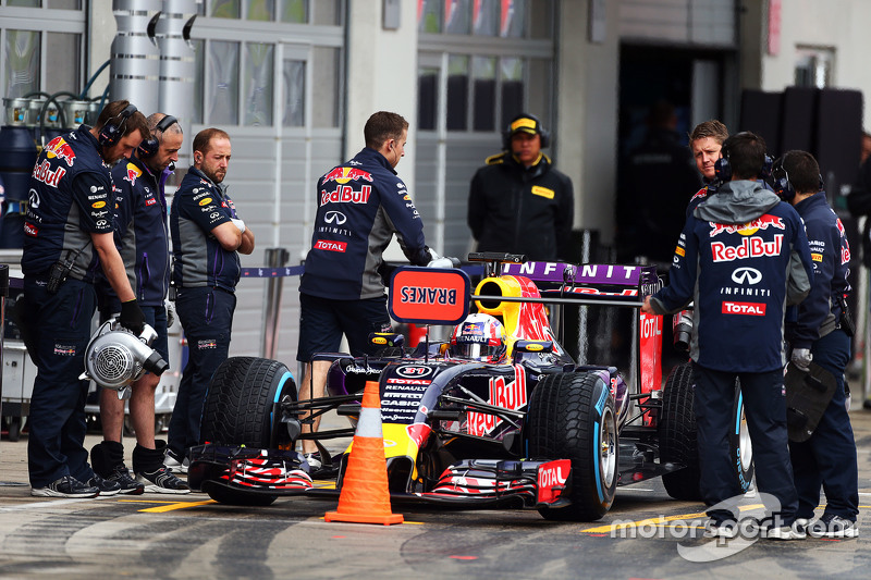Pierre Gasly, Red Bull Racing RB11, Testfahrer