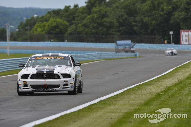 #78 Racers Edge Motorsports Ford Mustang 302R: Bob Michaelian, Nick Galante dan #57 Racers Edge Moto