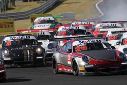 Pelotón de la Porsche GT3 Challenge en Velo Cittá