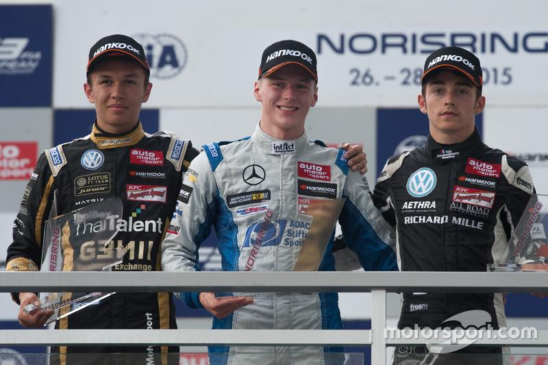Podium: second place Alexander Albon, Signature and winner Maximilian Gunther, Mücke Motorsport and