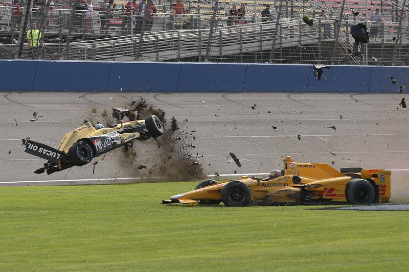 Ryan Briscoe, Schmidt Peterson Motorsports, Honda, und Ryan Hunter-Reay, Andretti Autosport, Honda, mit heftigem Unfall