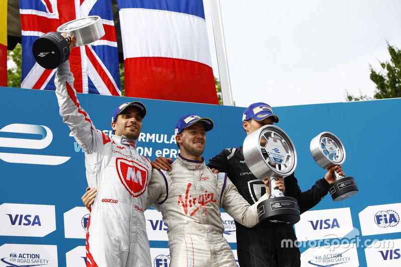 Podium: second place Jérôme d'Ambrosio, Dragon Racing and winner Sam Bird, Virgin Racing and third p