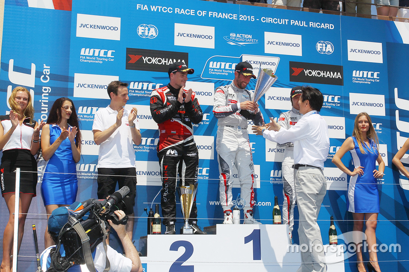 Podium: 1. Jose Maria Lopez, Citroën C-Elysée WTCC, Citroën World Touring Car Team; 2. Norbert Miche