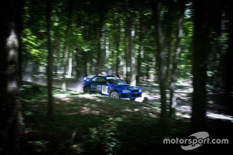Subaru auf der Rallypiste