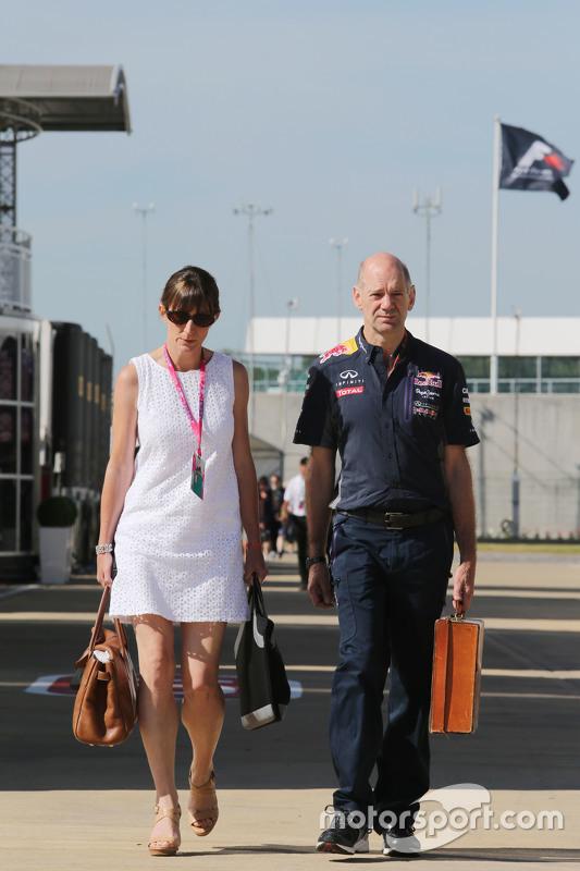Adrian Newey, engenheiro técnico da Red Bull Racing com sua esposa Marigold Newey