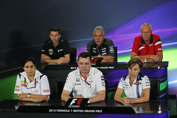 FIA persconferentie: Matthew Carter, Lotus F1 Team CEO; Dr. Vijay Mallya, Sahara Force India F1 eigenaar; John Booth, Manor F1 Team teambaas; Monisha Kaltenborn, Sauber teambaas; Eric Boullier, McLaren Racing Director; Claire Williams, Williams afgevaardig