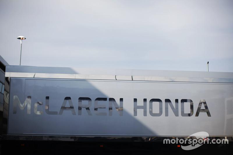 McLaren Honda tırı padokta