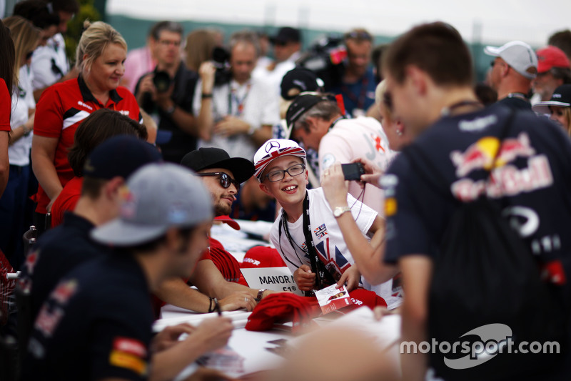 Will Stevens, Manor F1 Team bersama fans