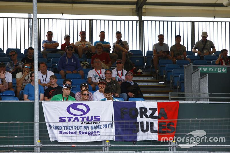 Status Grand Prix fans in the grandstand
