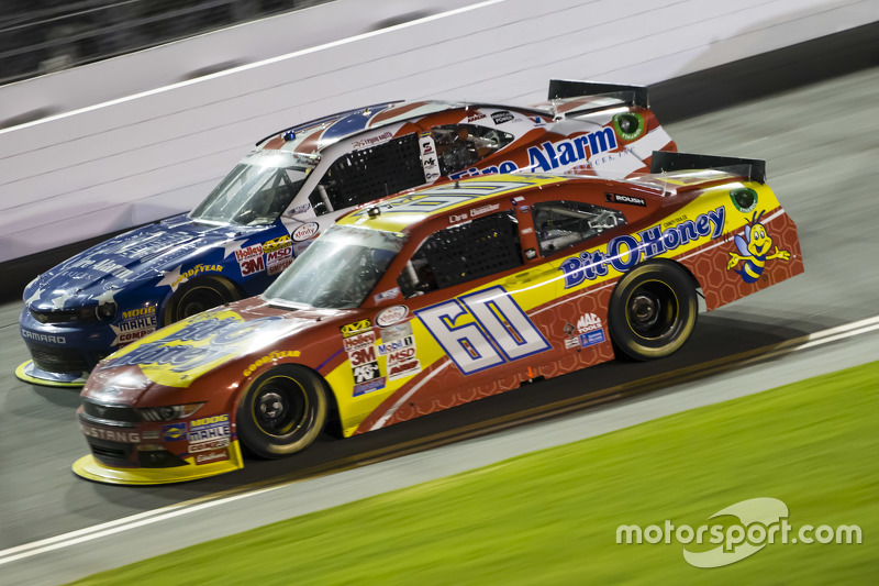 Chris Buescher, Roush Fenway Racing Ford dan Regan Smith, JR Motorsports Chevrolet