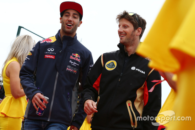 Daniel Ricciardo, Red Bull Racing dengan Romain Grosjean, Lotus F1 Team dalam parade pembalap