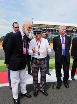 Il Principe Michael di Kent, con Jackie Stewart e Michael Fallon MP, Segretario della Difesa sulla g