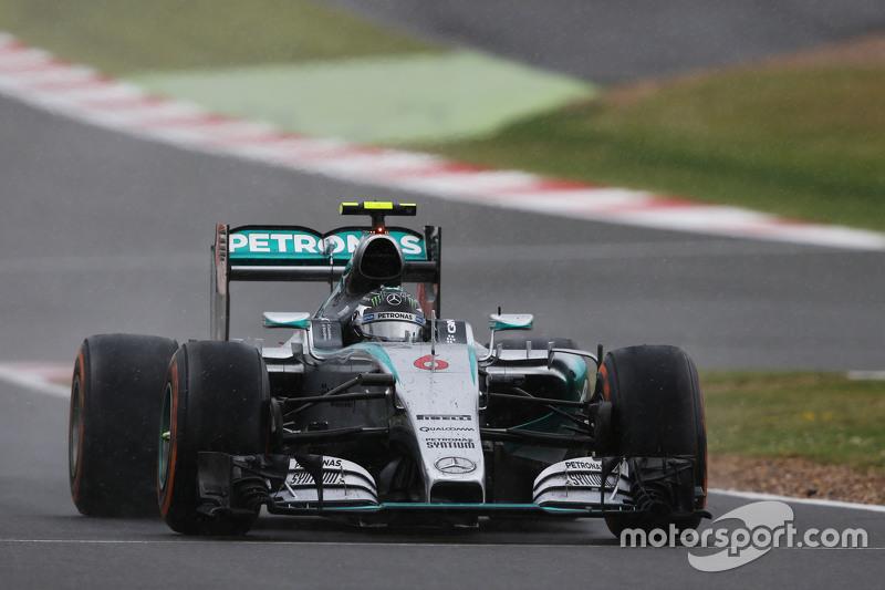 Nico Rosberg, Mercedes AMG F1 W06 pits for intermediate tyres