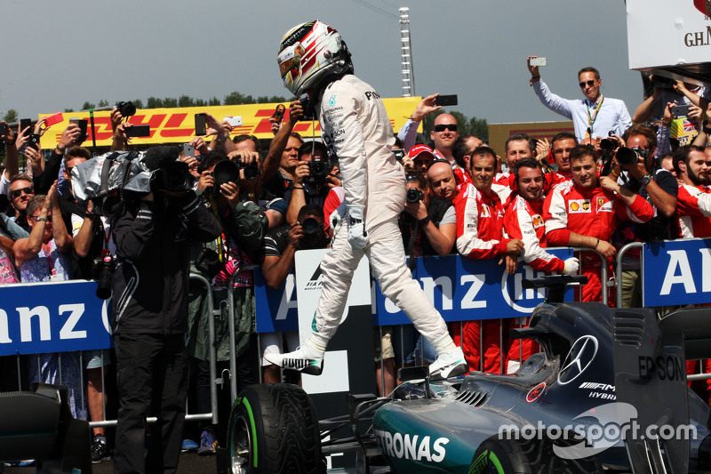 Race winner Lewis Hamilton, Mercedes AMG F1 W06 celebrates in parc ferme