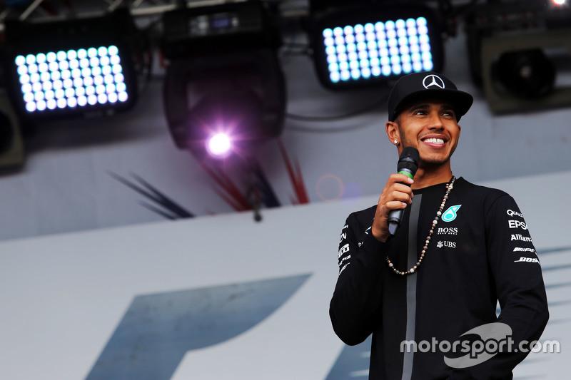 Lewis Hamilton, Mercedes AMG F1, auf dem Konzert nach dem Rennen