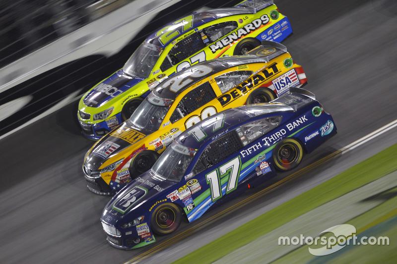 Paul Menard, Richard Childress Racing Chevrolet, Matt Kenseth, Joe Gibbs Racing Toyota, dan Ricky St
