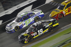 Casey Mears, Germain Racing Chevrolet and Carl Edwards, Joe Gibbs Racing Toyota