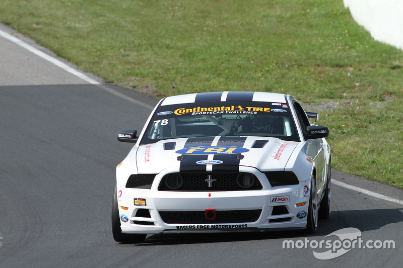 #78 Racers Edge Motorsports Ford Mustang 302R: Bob Michaelian, Nick Galante dan #57 Racers Edge Motorsports Ford Mustang Boss 302R: Michael Lira, Nick Galante