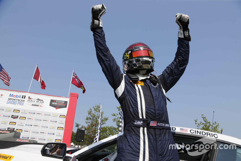 Juara balapan #158 Multimatic Motorsports Ford Mustang Boss 302R: Jade Buford, Austin Cindric