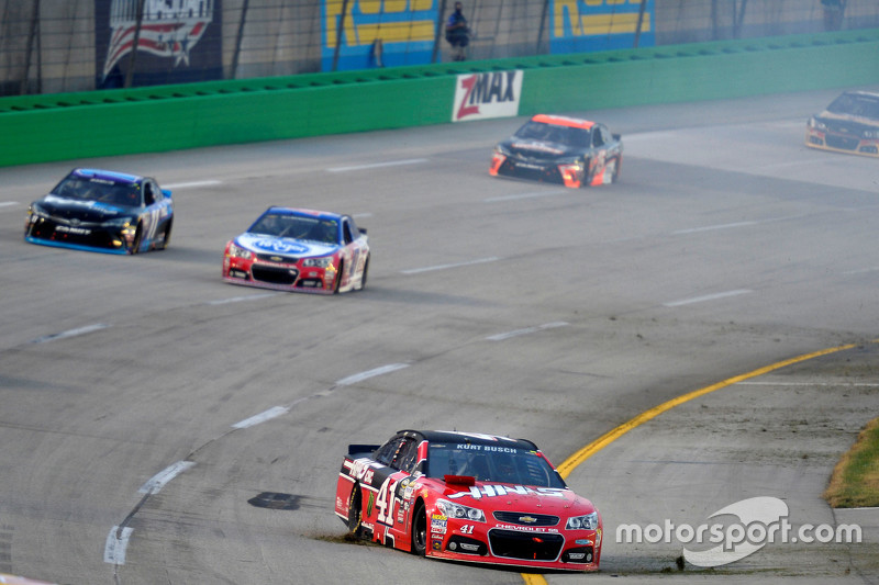 Kurt Busch, Stewart-Haas Racing Chevrolet in trouble