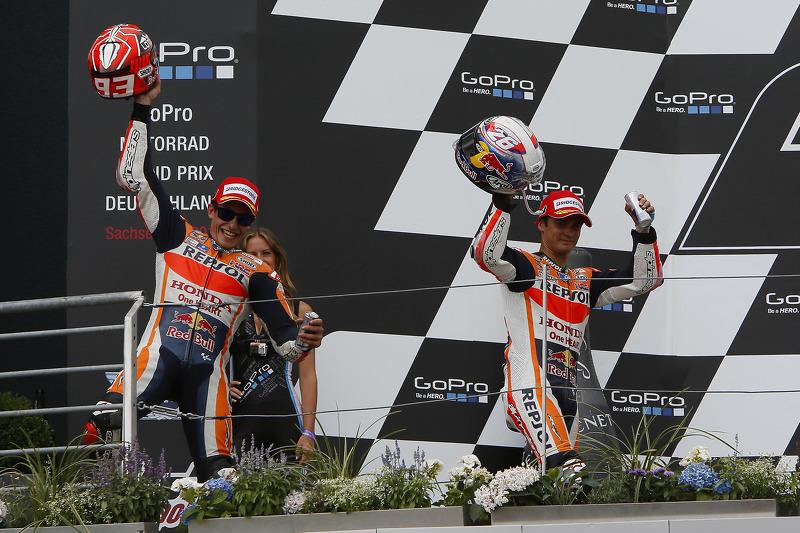 Pemenang balapan, Marc Marquez, dan peringkat kedua Dani Pedrosa, Repsol Honda Team