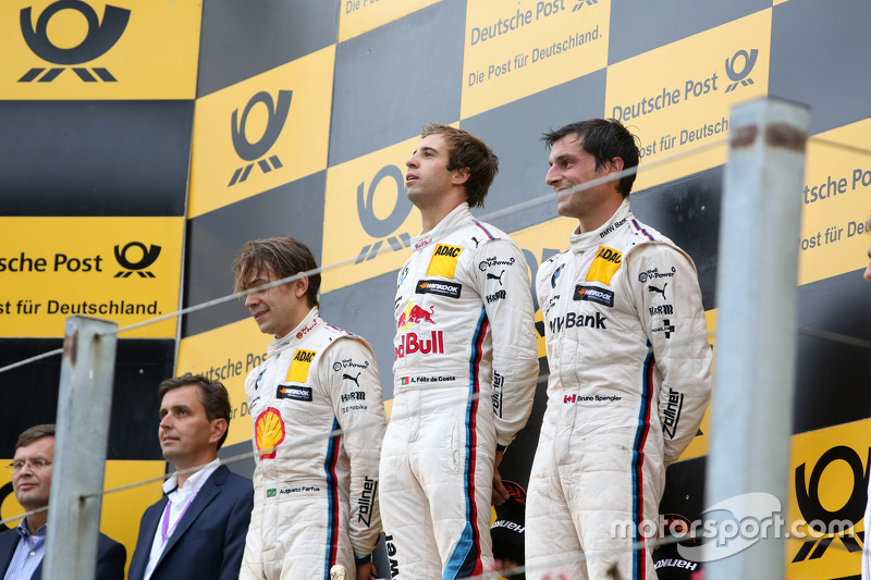Podium: second place Augusto Farfus, BMW Team RBM and winner Antonio Felix da Costa, BMW Team Schni