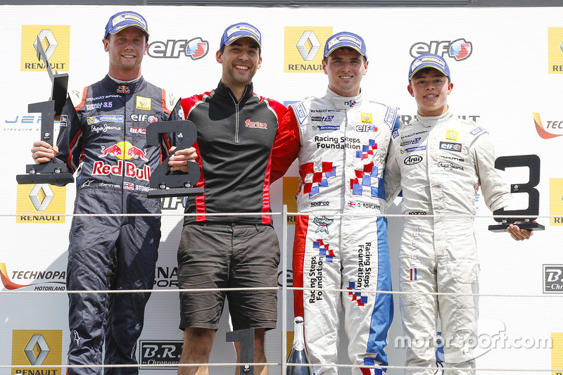 Podium: race winner Oliver Rowland, Fortec Motorsports, second place Dean Stoneman, DAMS, third place Nyck de Vries, DAMS
