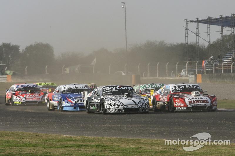 Pedro Gentile, JP Racing Chevrolet, dan Laureano Campanera, Donto Racing Chevrolet, dan Prospero Bon