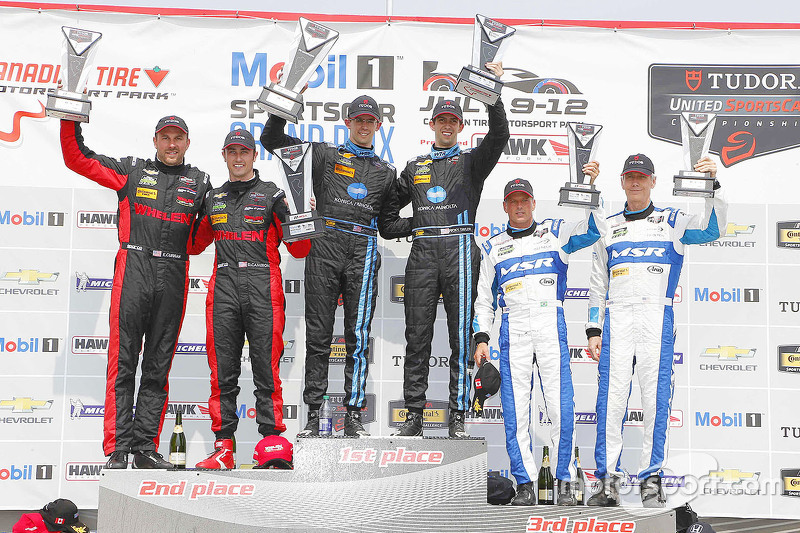 Overall podium: race winners Ricky Taylor, Jordan Taylor, peringkat kedua Eric Curran, Dane Cameron,
