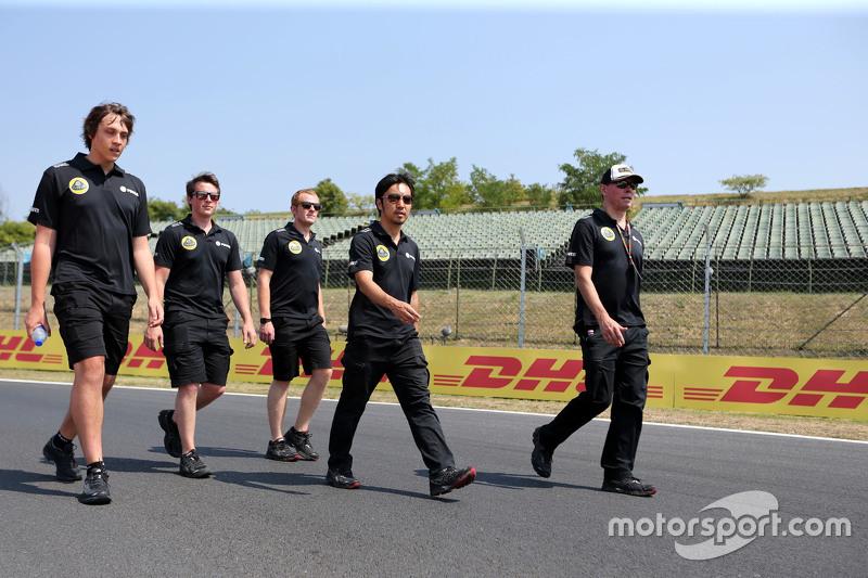 Alan Permane, Lotus F1 Team CHefingenieur; Ayao Komatsu, Lotus F1 Team