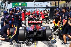 Max Verstappen, Scuderia Toro Rosso STR10 práctica una parada en los pits