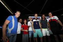 Artur Janosz; Ashkanani, Bosak, Gilbert, Stuvik ve Celis Jr.'ın önünde